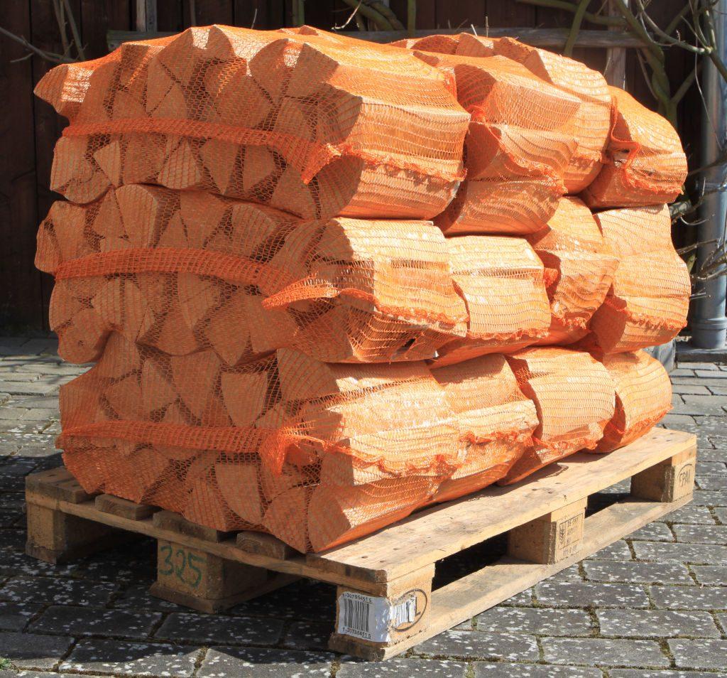 Kaminholz in 25kg Säcken verpackt
